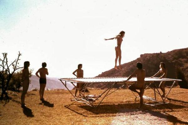 Assim eram as tardes de lazer na comunidade de amor livre Sandstone, na Califórnia